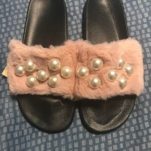Shoes - ‼️Cute Slides Alert‼️